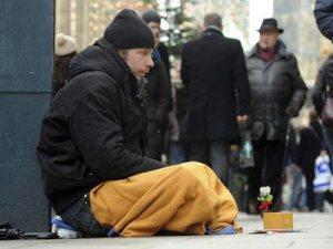 La pobreza grave afecta ya a tres millones de personas  en España (EFE)