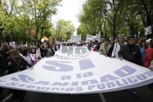 Pancarta en defensa de la Sanidad Pública en el día de ayer. Foto:  Javier Díez (cuartopoder.es)