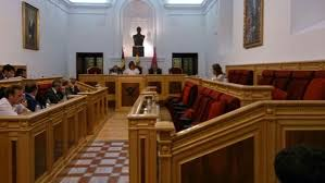 Pleno municipal en el Ayuntamiento de Toledo, sin representación del Partido Popular.