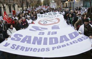 Protesta de trabajadores y pacientes contra los recortes del sistema sanitario en Madrid en 2012. Foto: Carlos Rosillo