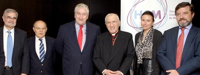 En el centro de la foto, Antonio Rouco Varela, Cardenal Arzobispo de Madrid, Javier Rodríguez, Consejero de Sanidad de la Comunidad de Madrid, en la constitución de Hospitales Católicos de Madrid (HCM).